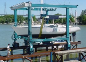 Grúa móvil compacta para barcos