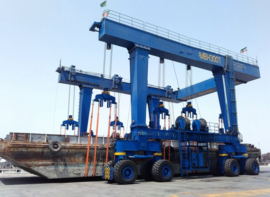 Sistema compacto de grúa móvil para barcos