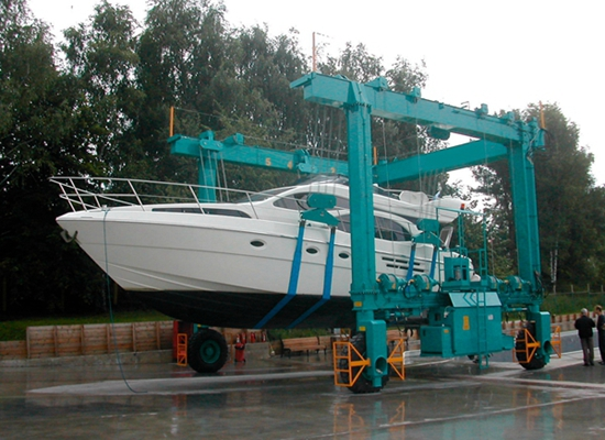 Grúa móvil flexible para barcos