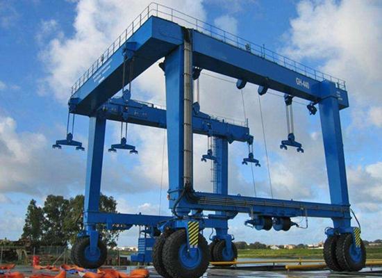 Gran grúa móvil para barcos