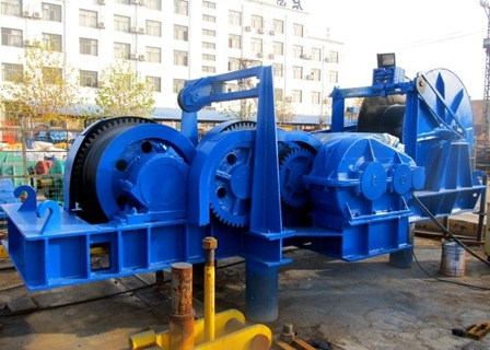 Compact 100 Ton Winch